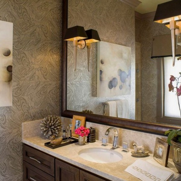 На какой высоте вешать зеркало в ванной