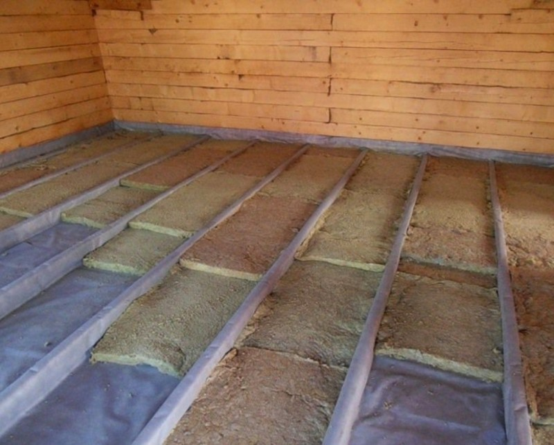 Звукоизоляция потолка в доме с деревянными перекрытиями: способы и материалы