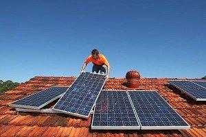 Установка солнечных батарей на крышу дома