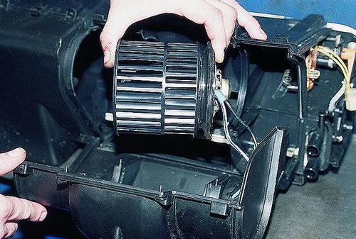 Замена электродвигателя вентилятора отопителя с крыльчаткой