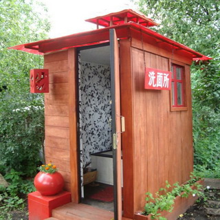 Теплый туалет в деревянном доме без канализации
